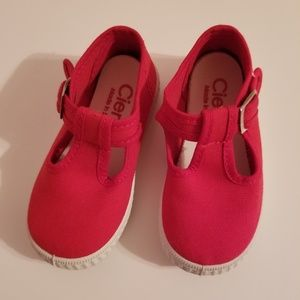Cienta Red Shoes with Snap, Size 6